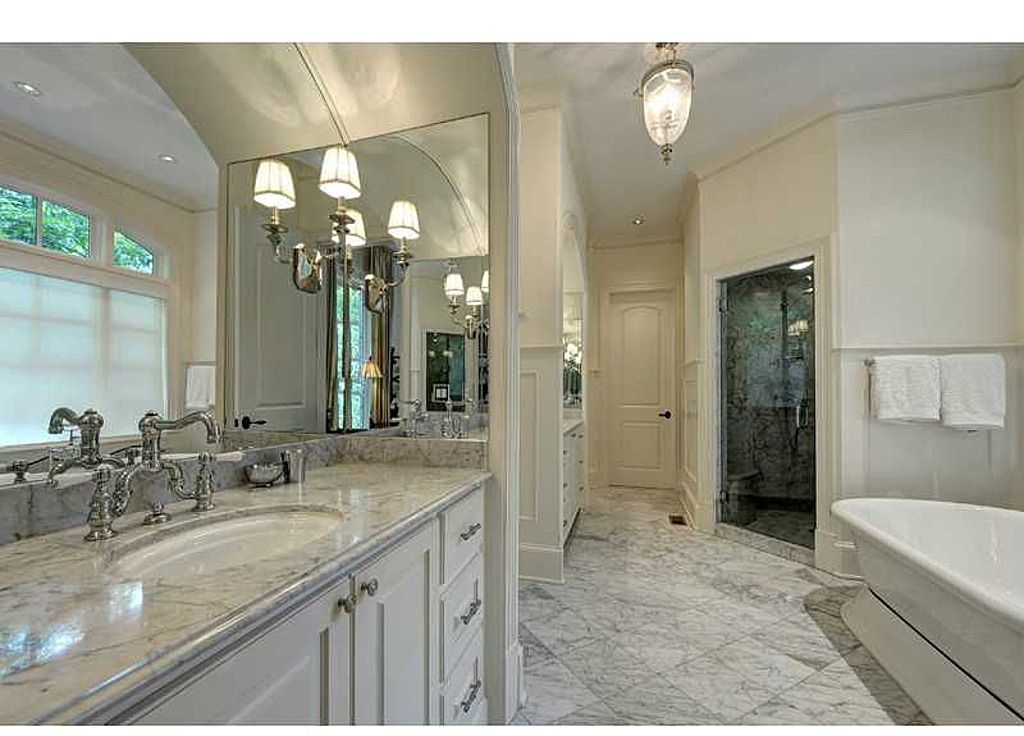 34 Large Luxury Master Bathrooms that Cost a Fortune