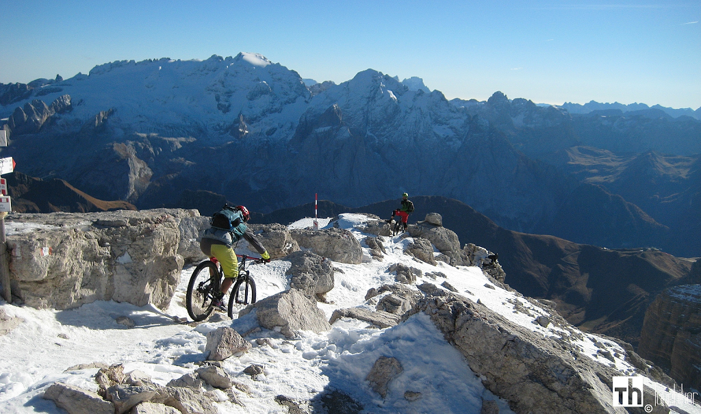 Downhill starts at 3152 meters