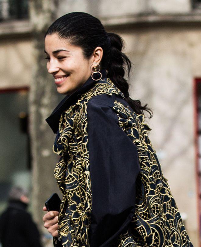 Street looks bijoux à Paris: boucle d'oreille Charlotte Chesnais