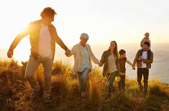 Planst Du ein Familien Fotoshooting? Suchst du einen Ratgeber für tolleFamilienfotos? Hier habe ich dir Tipps und Beispiele für schöne Familienfo…