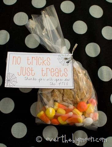 No Tricks Just Treats Free Printable Tags - Perfect for goodie bags - halloween treat bag ideas