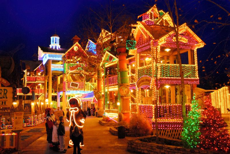 Free Christmas Pics Of Tylertown Miss Christmas In The Park Branson Weather Vacation Guide To Br Christmas Town Silver Dollar City Holiday Lights Display
