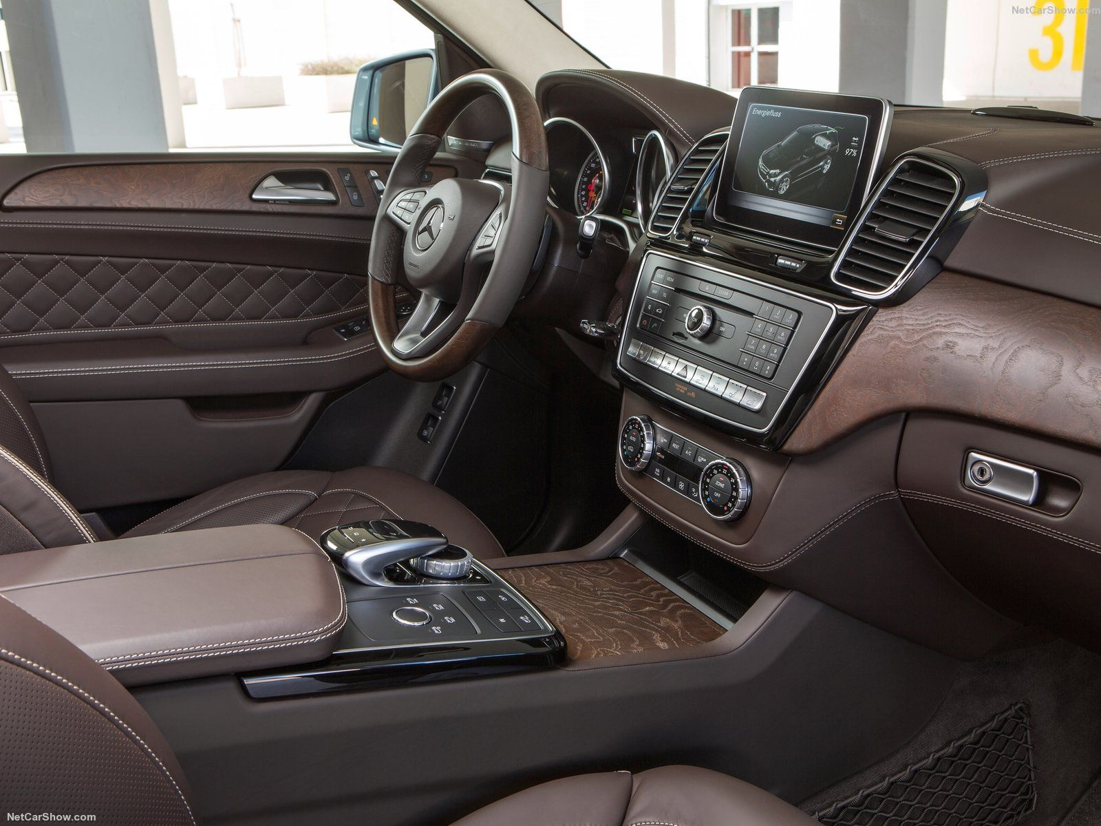Gle Class Interior With Images Mercedes Jeep Mercedes Benz