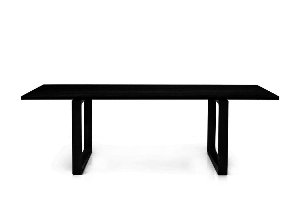 CASANOVA Møbler — Fritz Hansen - Essay spisebord - sort farvet ask ...