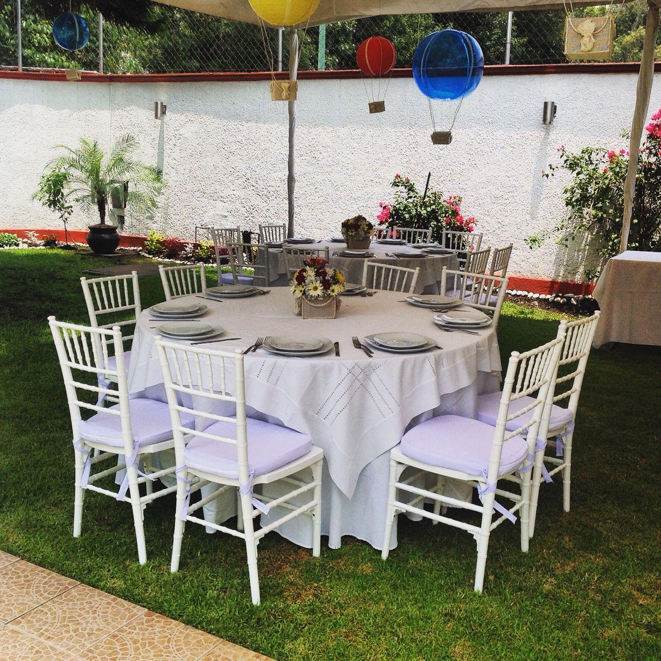 Mesa redonda con silla tiffany baptism fiestas con for Mesas redondas plegables para eventos