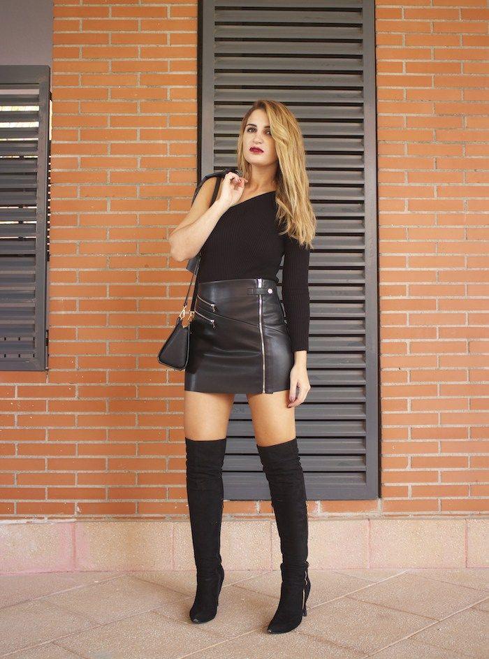 top asimetrico falda de cuero botas mosqueteras amaras la moda Paula  Fraile5  640ade9b1b0