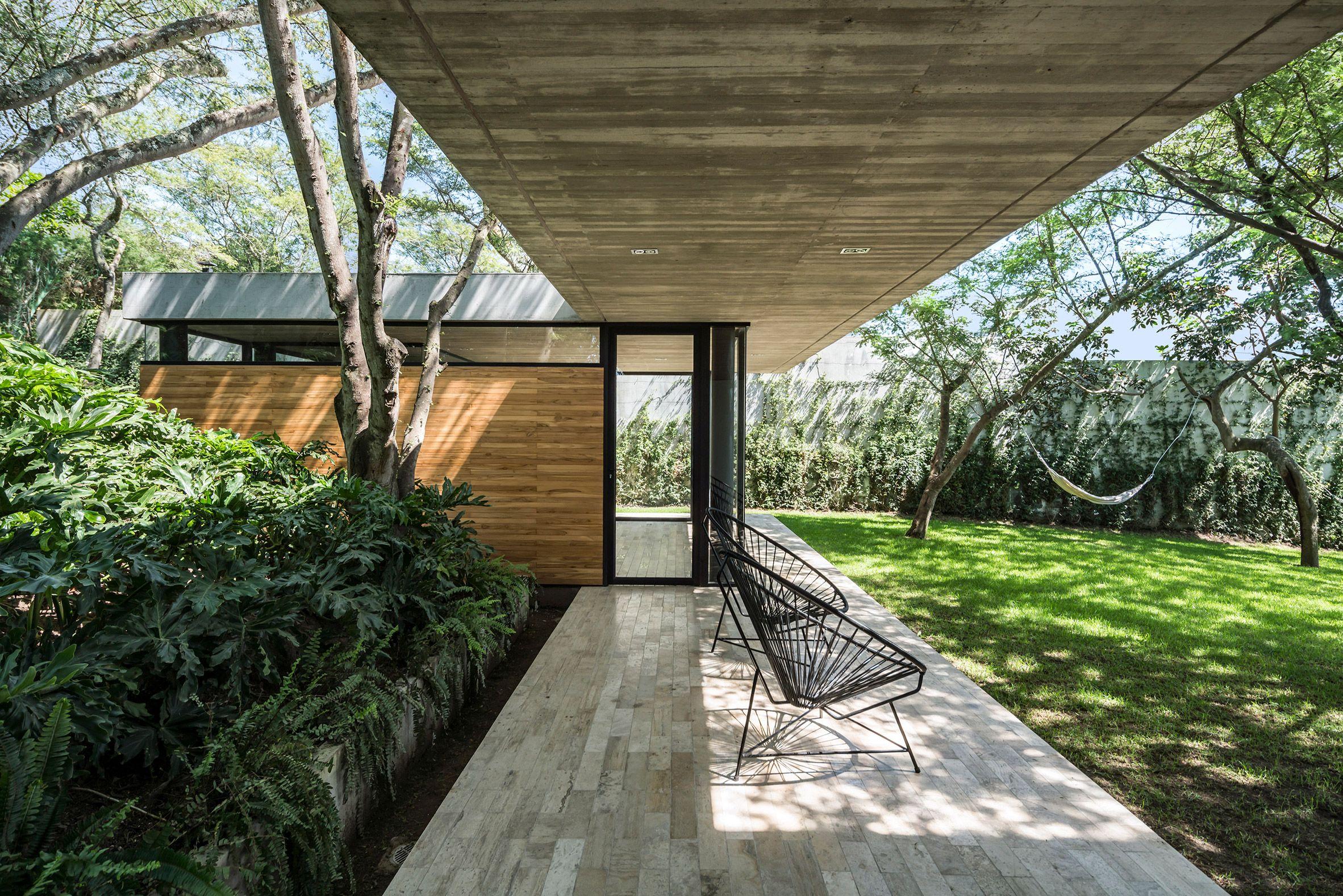 Gabriel Rivera Designs Tacuri House For Verdant Site In Ecuador Futuristic Home Architecture Villa Design