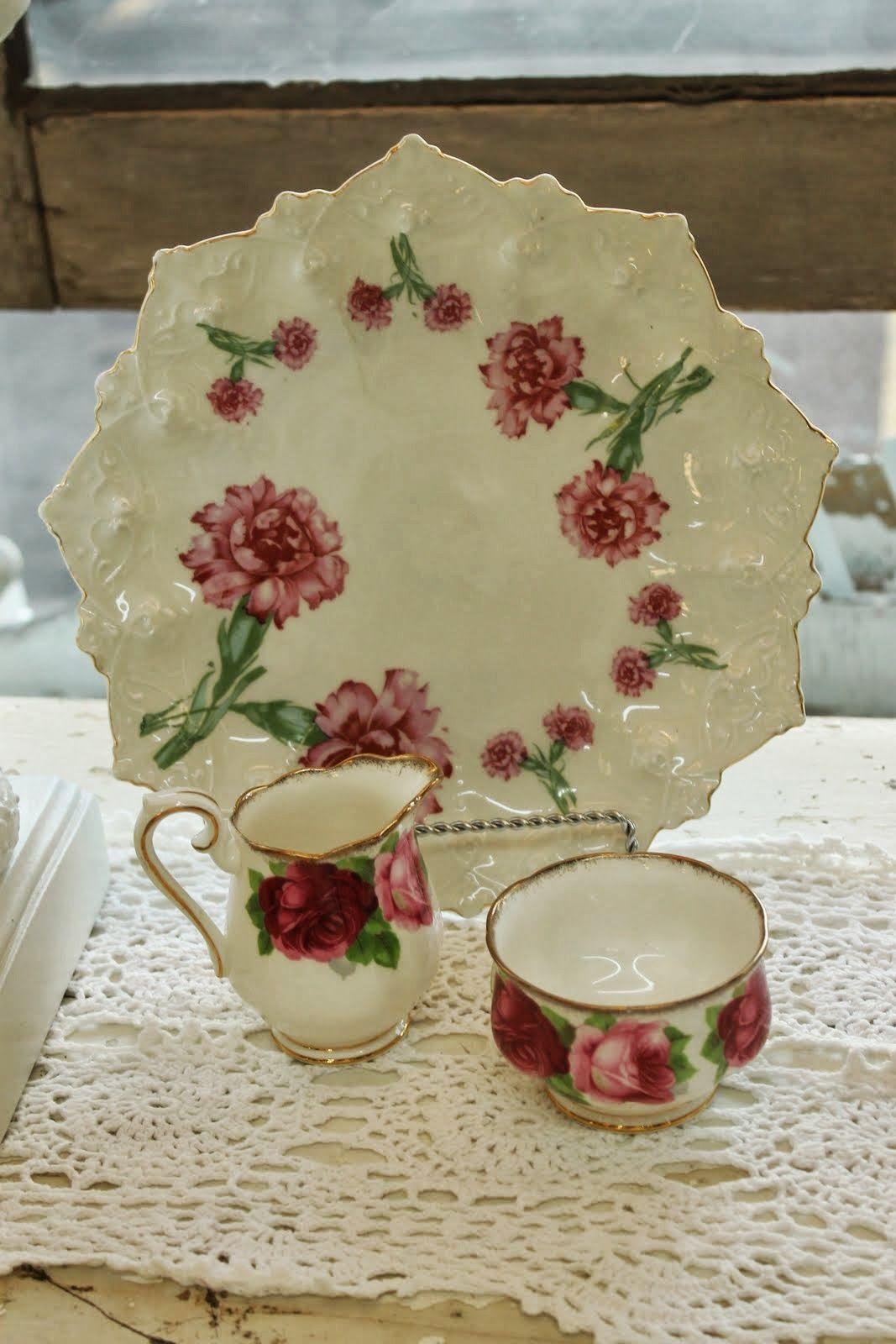 Rose milk jug and sugar bowl