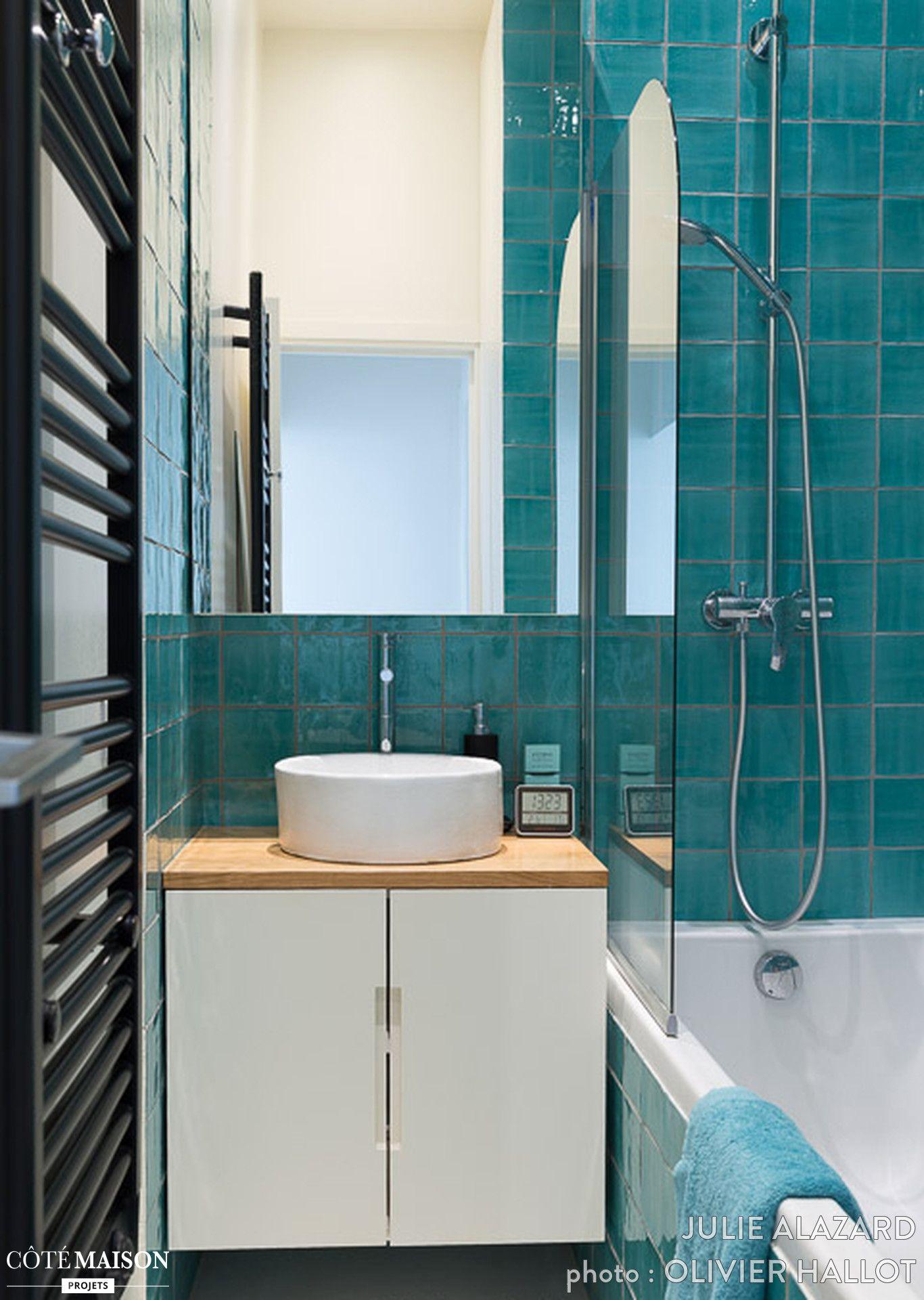 carrelage turquoise pour cette salle de bains familiale à paris