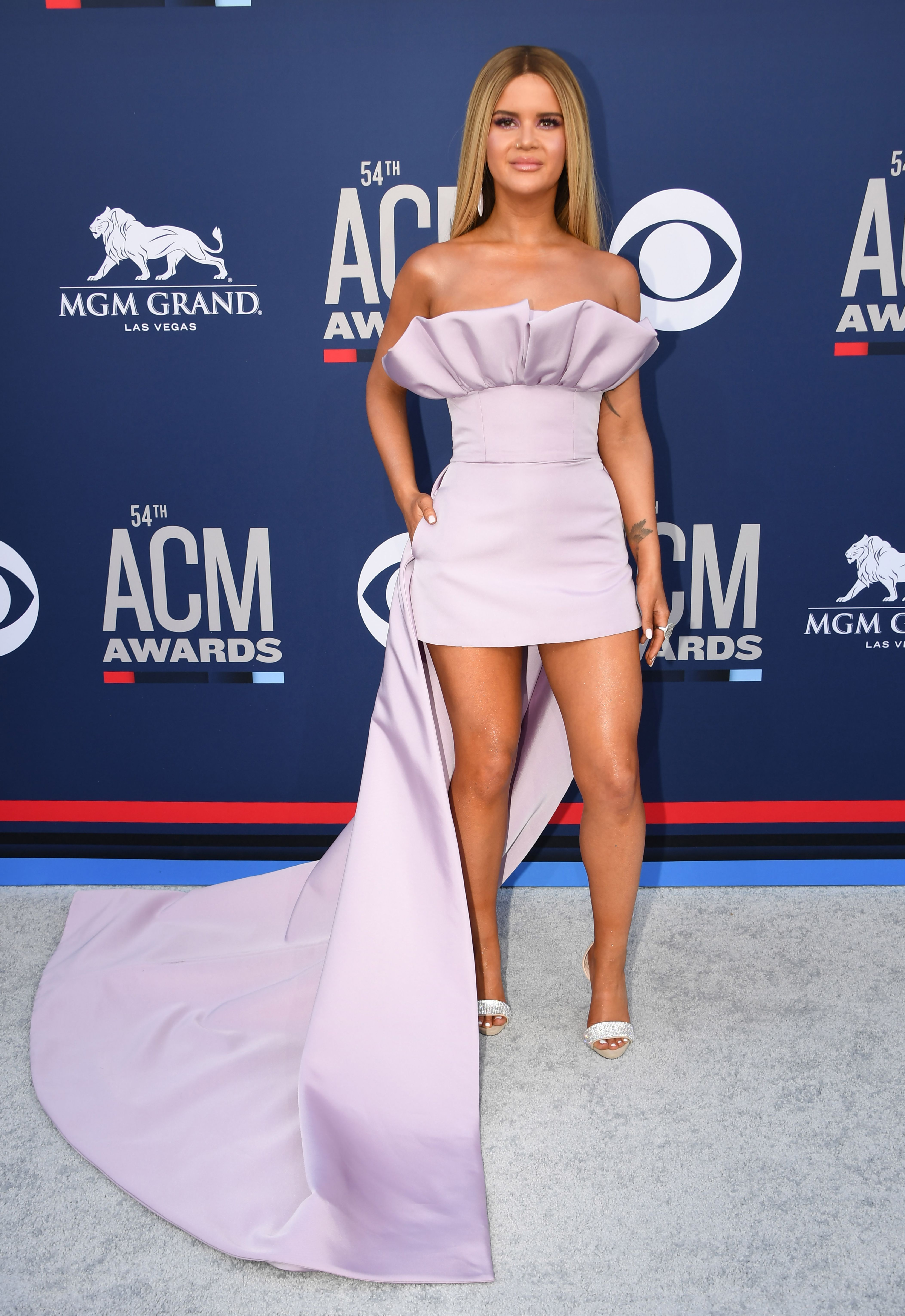 Maren Morris At The 54th Academy Of Country Music Awards Maren Morris Wowed On The Red Carpet American Country Music Awards Country Music Country Music Awards