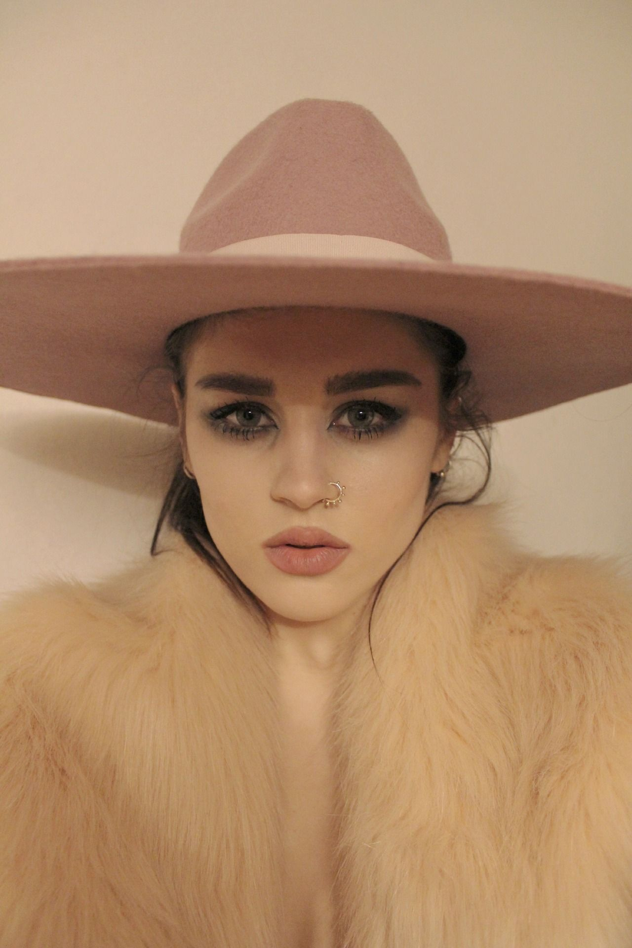 boho babe - love the makeup and hat | Boho Chic | Fashion ...