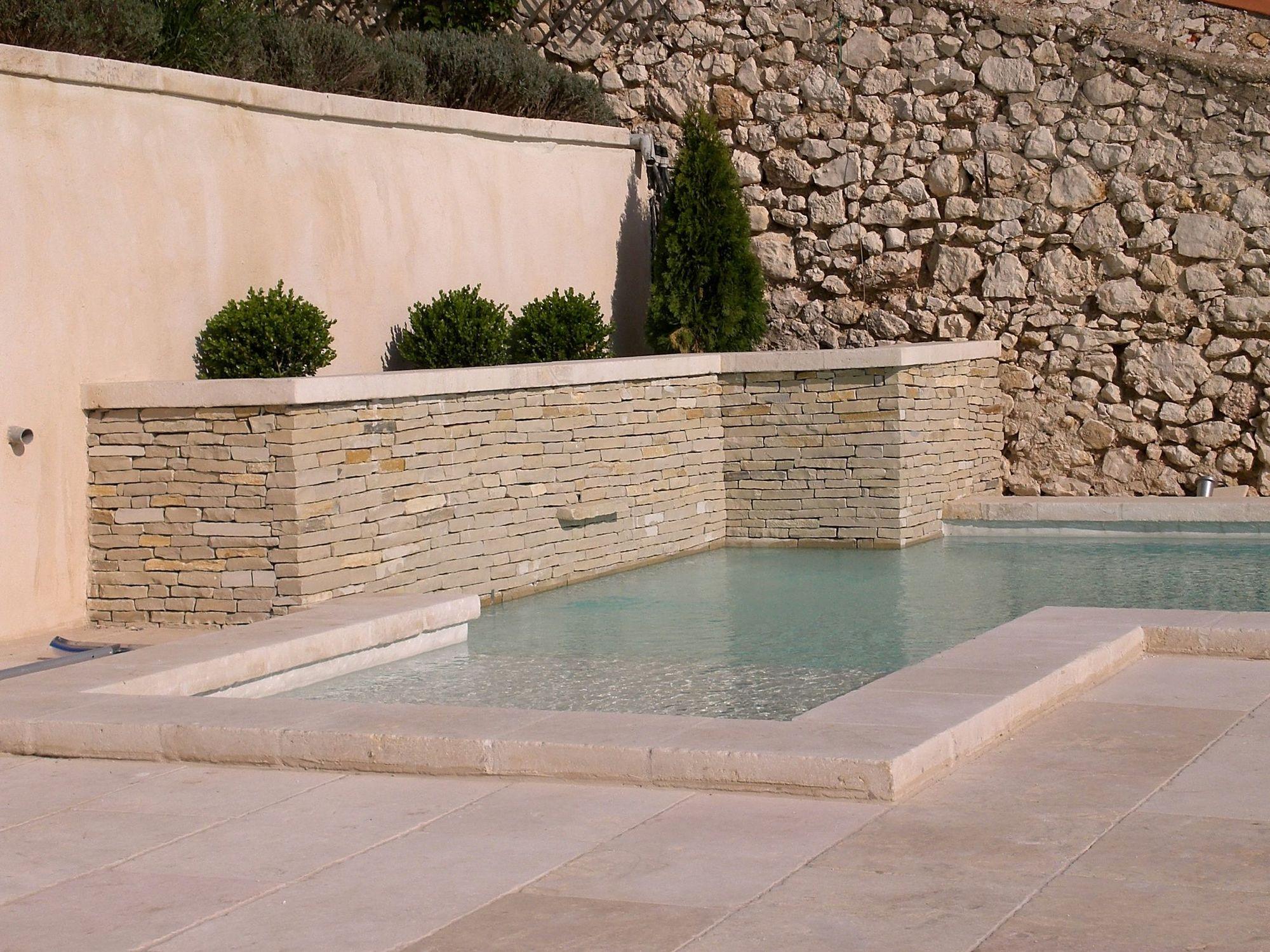 Terrasse pierre naturelle, terrasse pierre reconstituée, terrasse grès cérame
