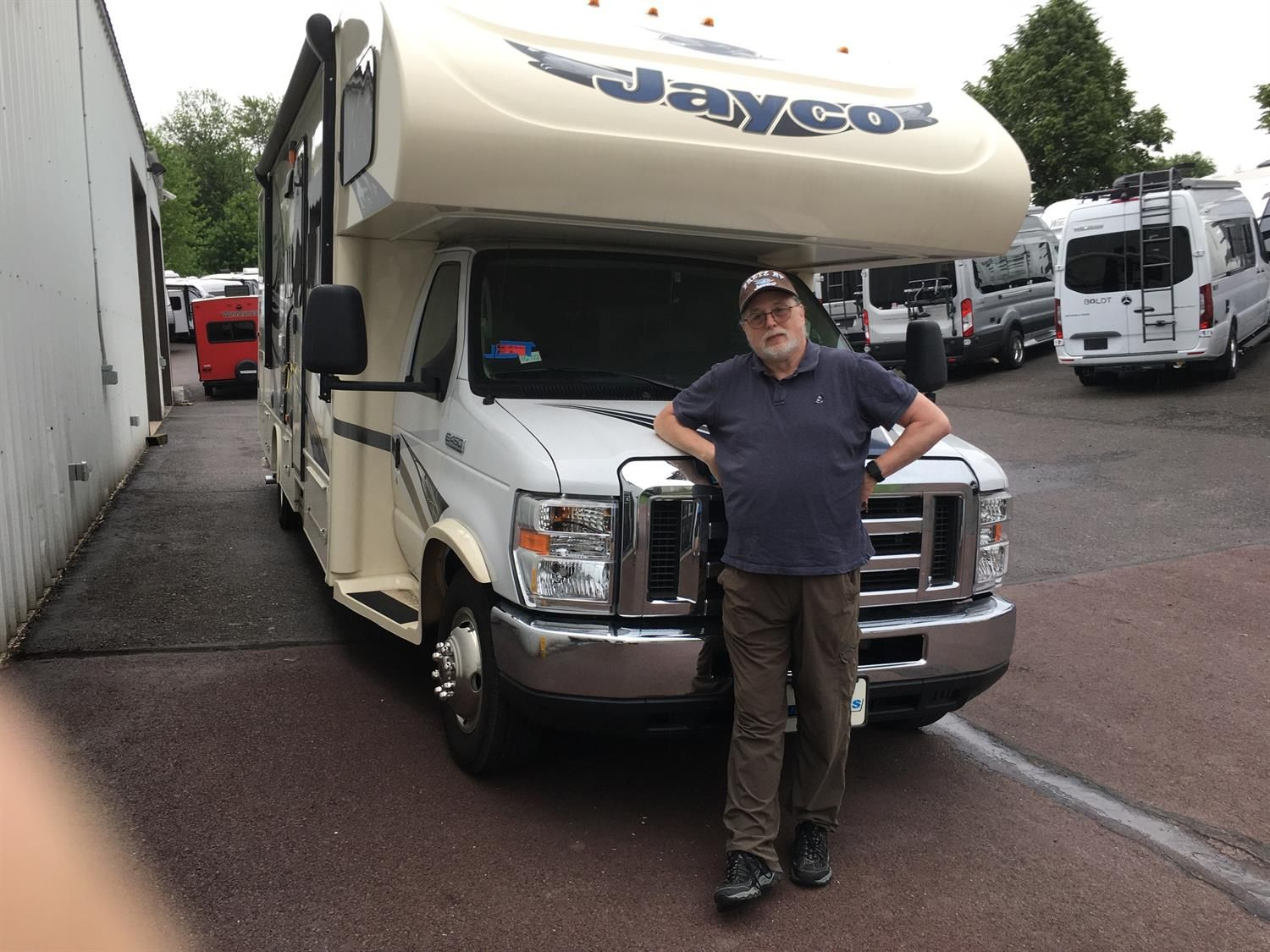 John Wishing You Many Miles Of Smiles And Congratulations On Your 2017 Jayco Greyhawk All The Best Fretz Rv And Al Papa In 2020 Recreational Vehicles Jayco Rv
