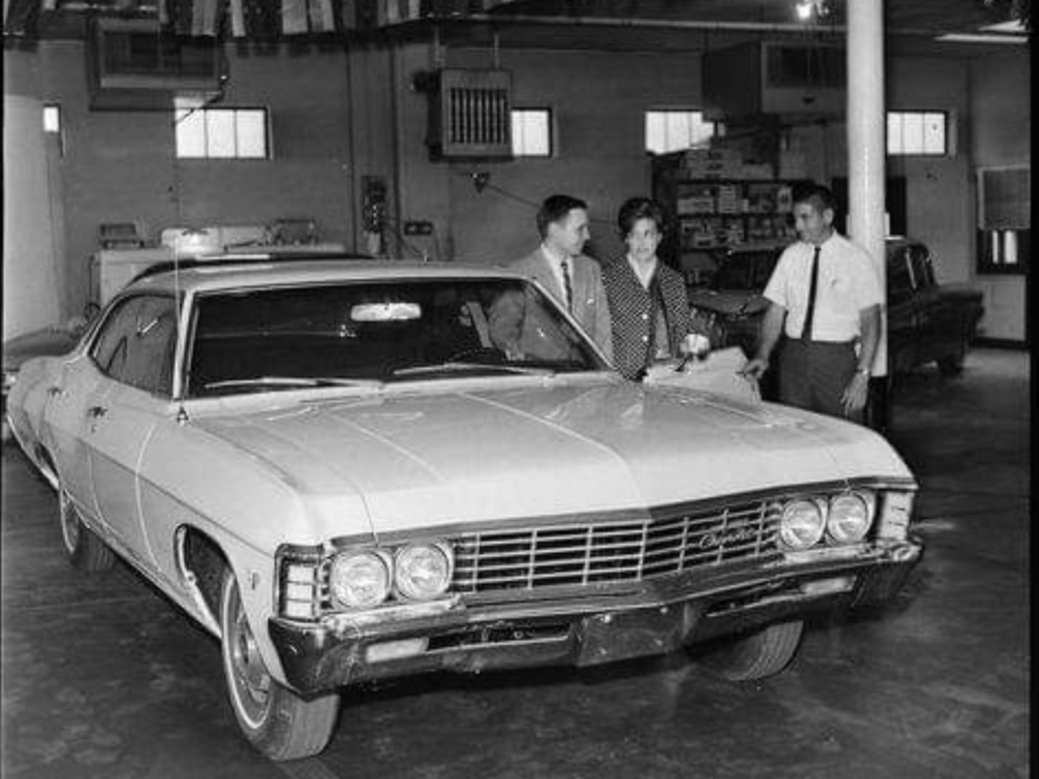 1967 Chevrolet Dealership Showroom Chevrolet Dealership Car Dealership Dealership Showroom