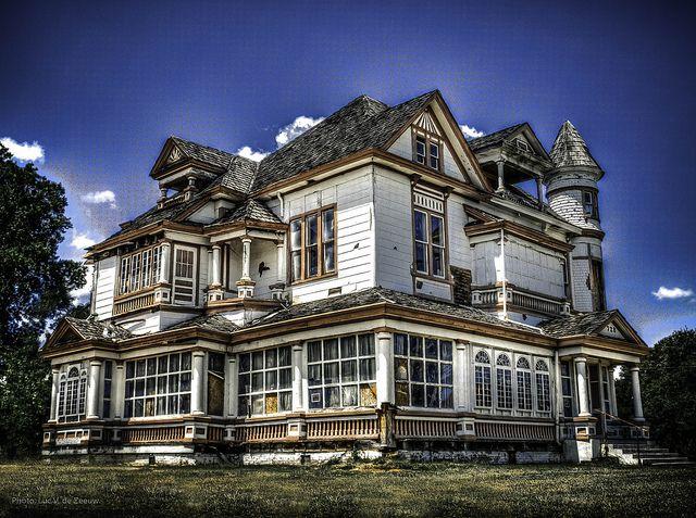 Dilapidated house  in Shreveport, Louisiana