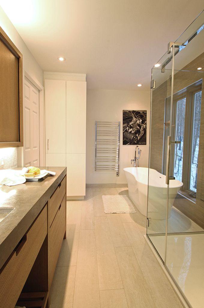 salle de bain contemporaine, douche en verre, bain autoportant ...