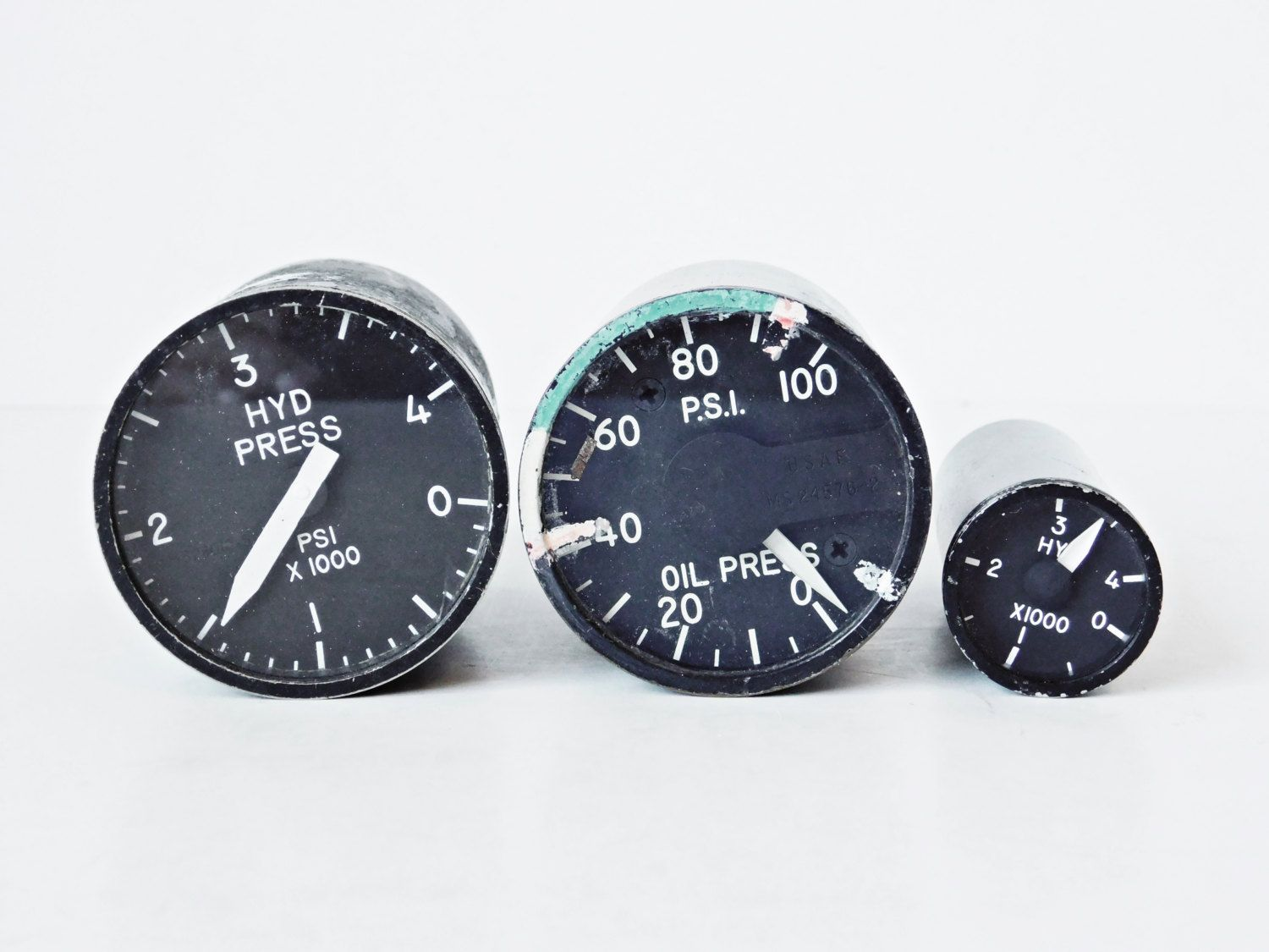 Us jet aircraft indicator gauges hydraulic pressure oil pressure us jet aircraft indicator gauges hydraulic pressure oil pressure gauges military aircraft fighter jet salvage industrial decor thecheapjerseys Gallery