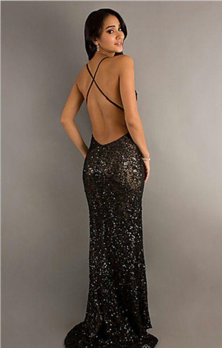 Tief schwarzes Strass besetzes Abendkleid mit feinem Muster im