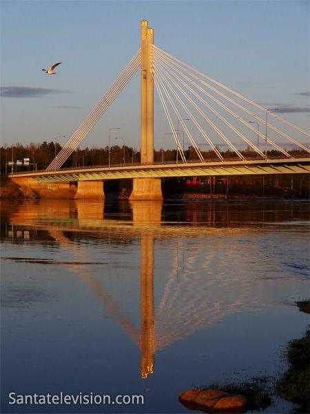Jätkänkynttiläsilta (Rovaniemi), keskiyön auringon aikaan
