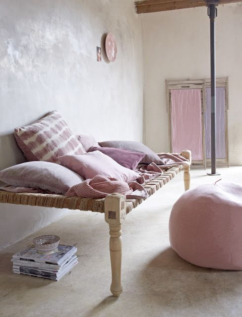 bench made from woven rope, coffee table legs and a wooden frame! Lovely, and so EASY! Throw your favourite blankets and pillows on, and you're set!