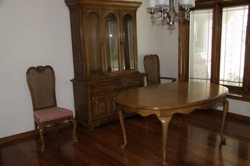 Thomasville Pecan Dining Room Set table 6 chairs hutchbuffet