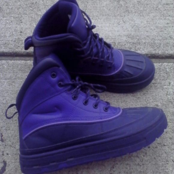 1fb3da7d6a11 NIKE ACG BOOTS Acg purple boots and rain resistant