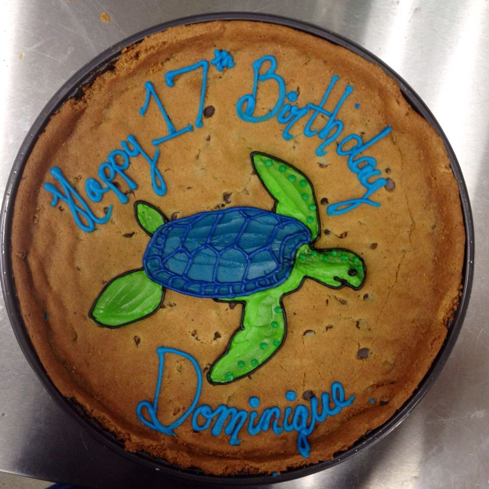 Birthday cookie cake with a green and turquoise sea turtle.