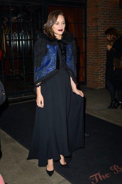 Marion Cotillard Photos Photos - Actress Marion Cotillard steps out in New York City, New York on December 13, 2016. - Marion Cotillard Steps Out in NYC