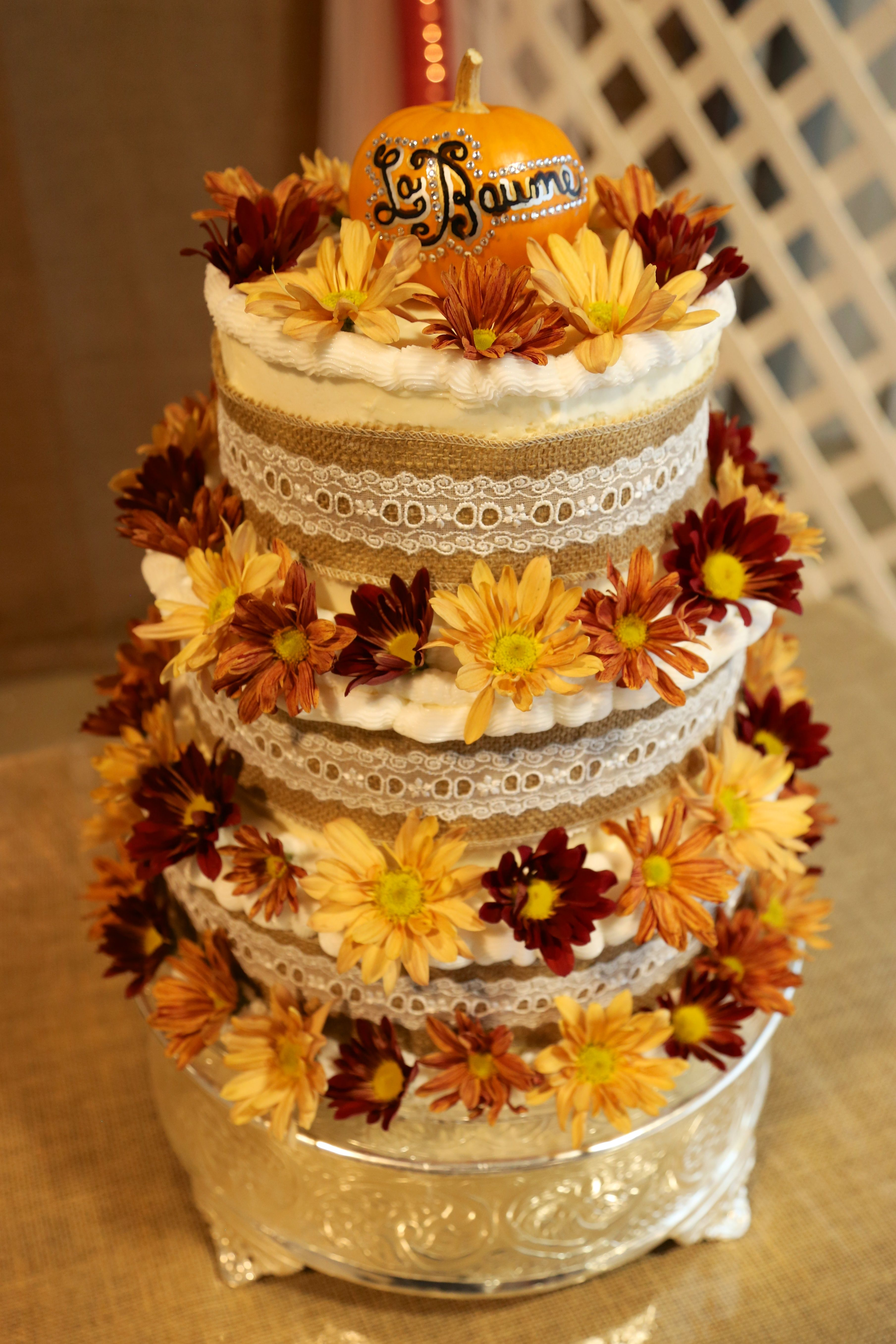 Fall wedding wedding cake decorated with fallcolored