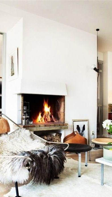 white, cozy living room