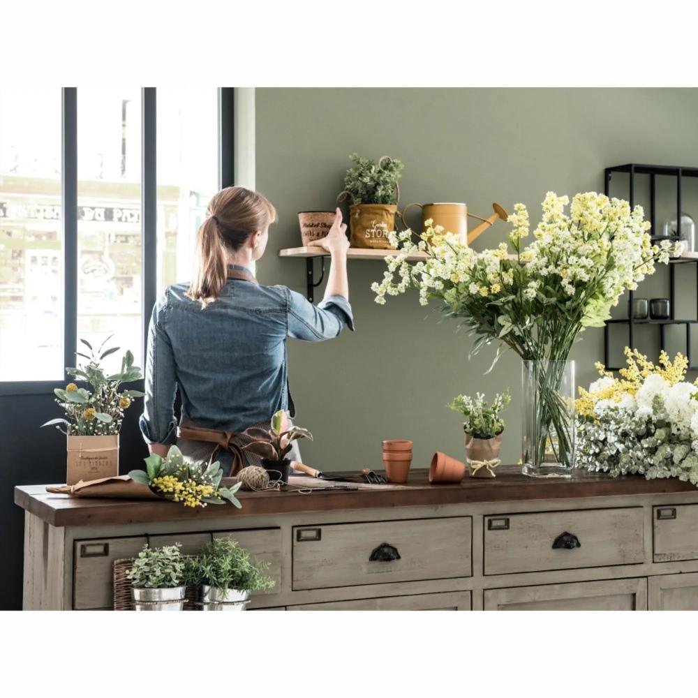 Bouquet di fiori artificiali con cono in carta Kraft nel ...