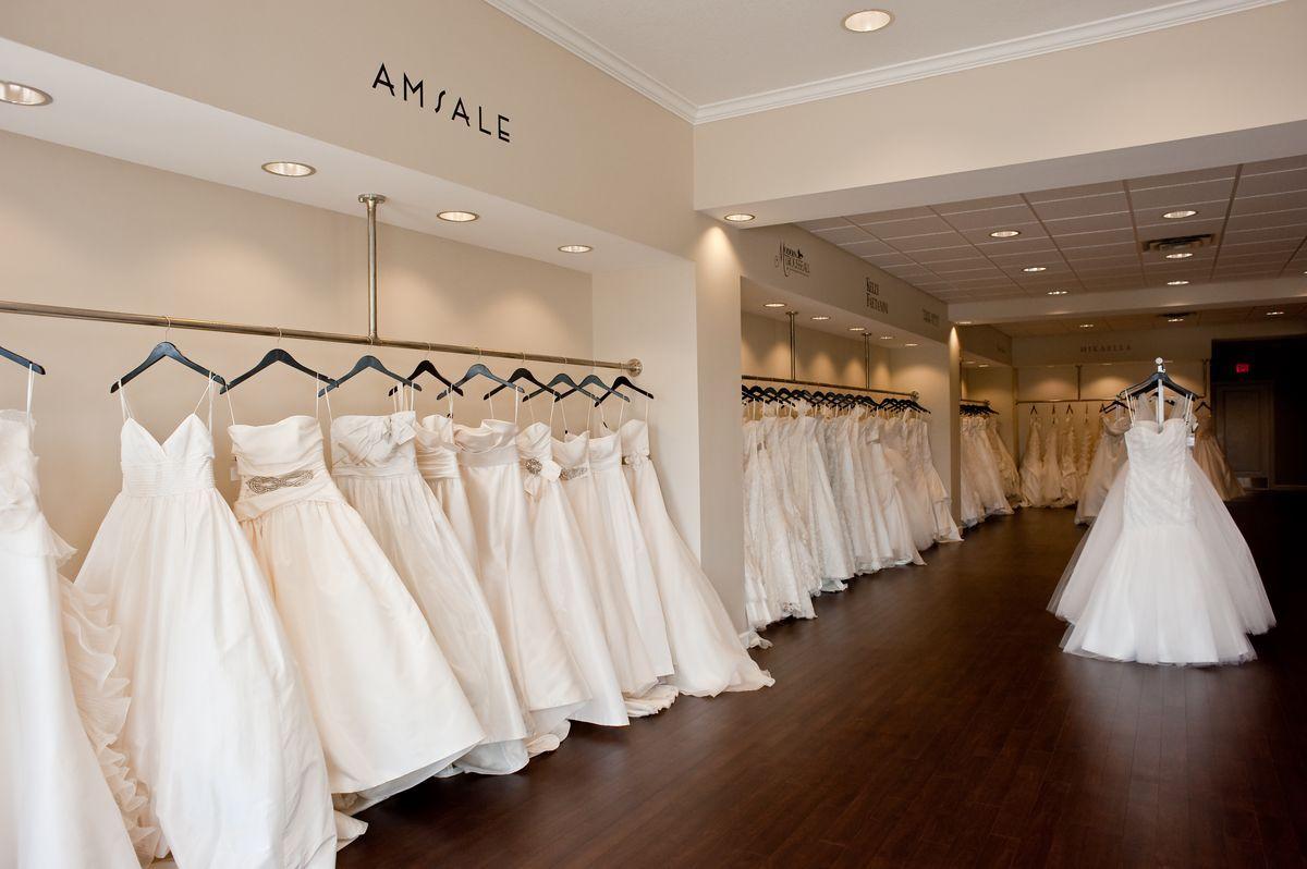 7a98a6b2577863ebf9e7f9a4c5d19386 Jpg 1 200 798 Pixels Bridal Shop Interior Bridal Boutique Interior Bridal Showroom