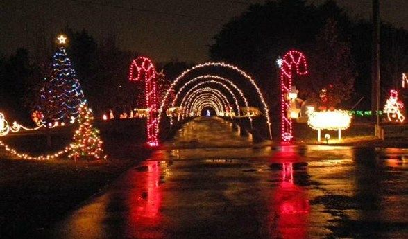 Drive Thru Christmas Light Displays Near Me.Effingham S Community Park Is Turned Into Wonderland In