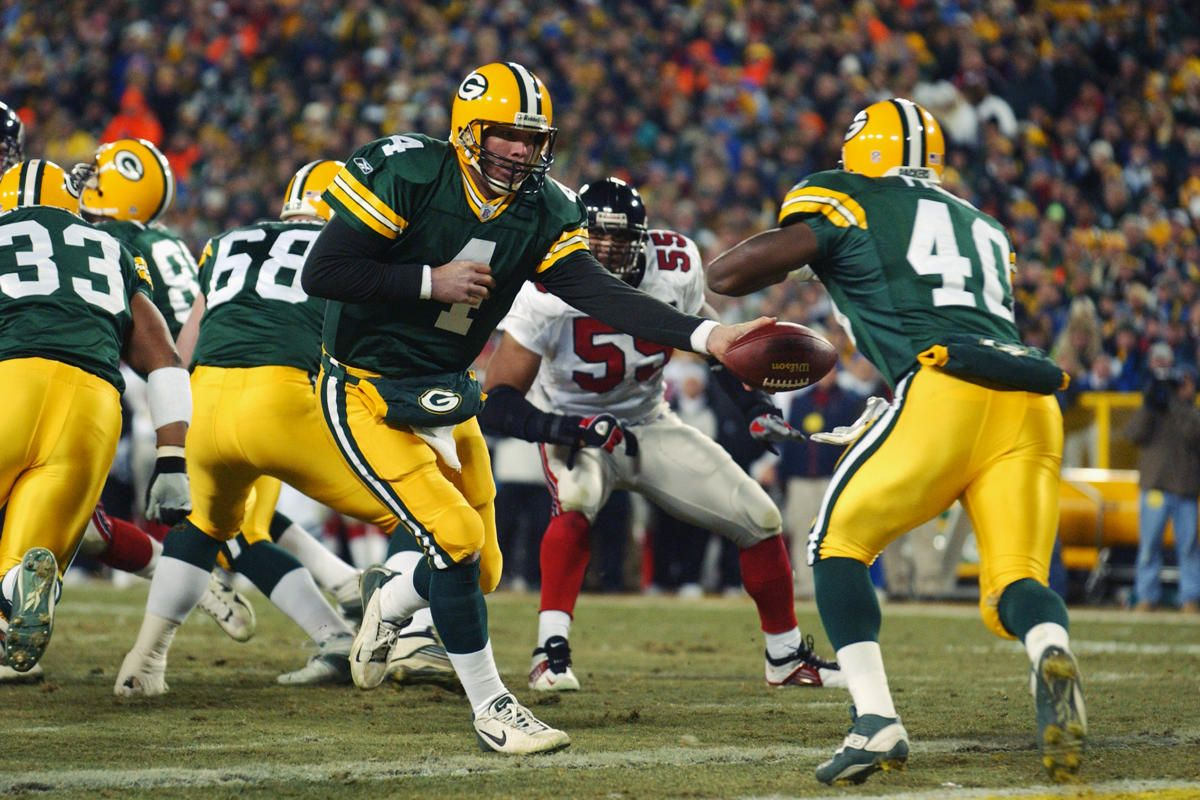 Favre Handing Off To Tony Fisher Green Bay Packers Green Bay Packers