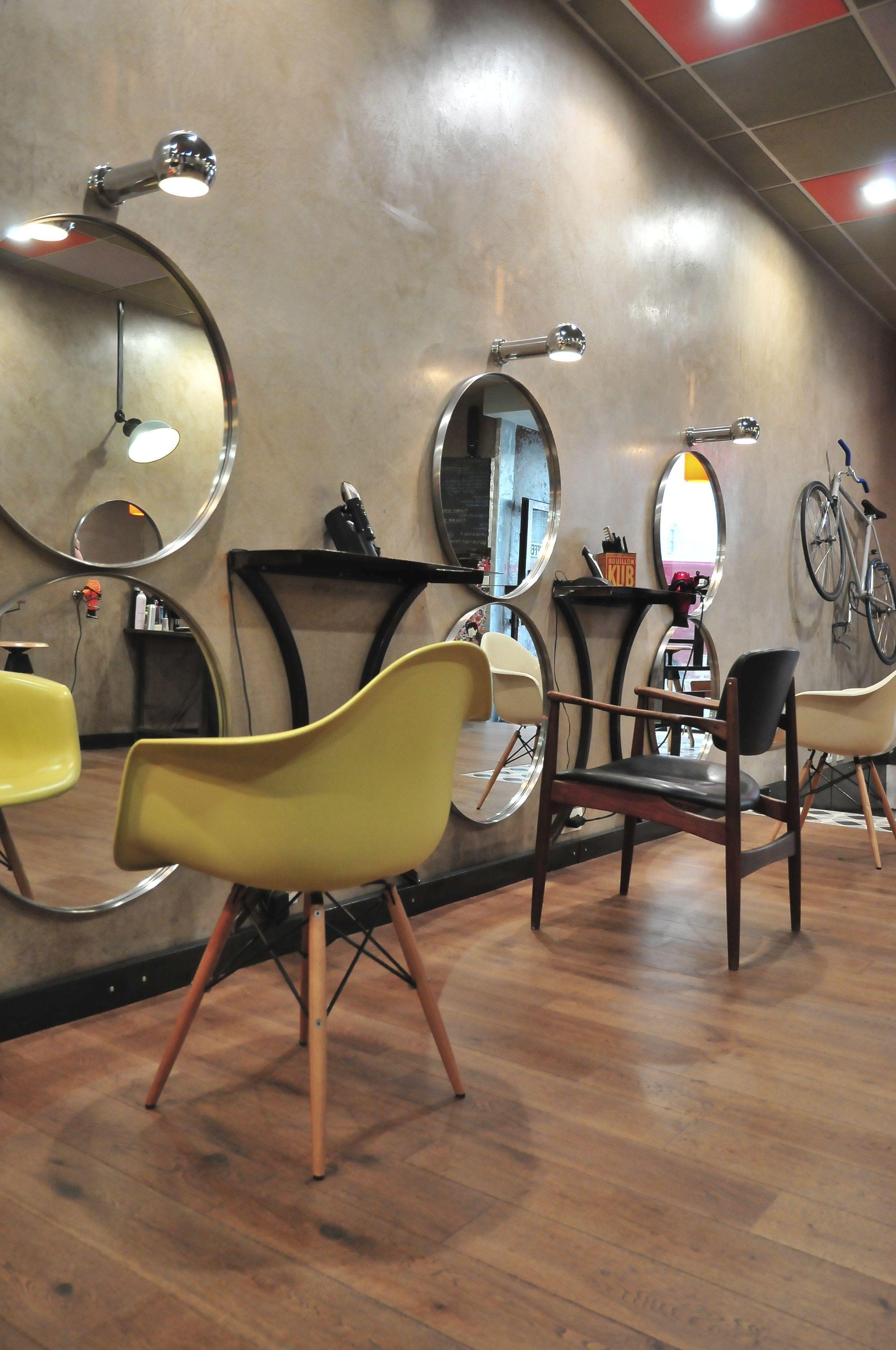 Eames miroir IKEA chaise scandinave apliques vintage parquet chêne