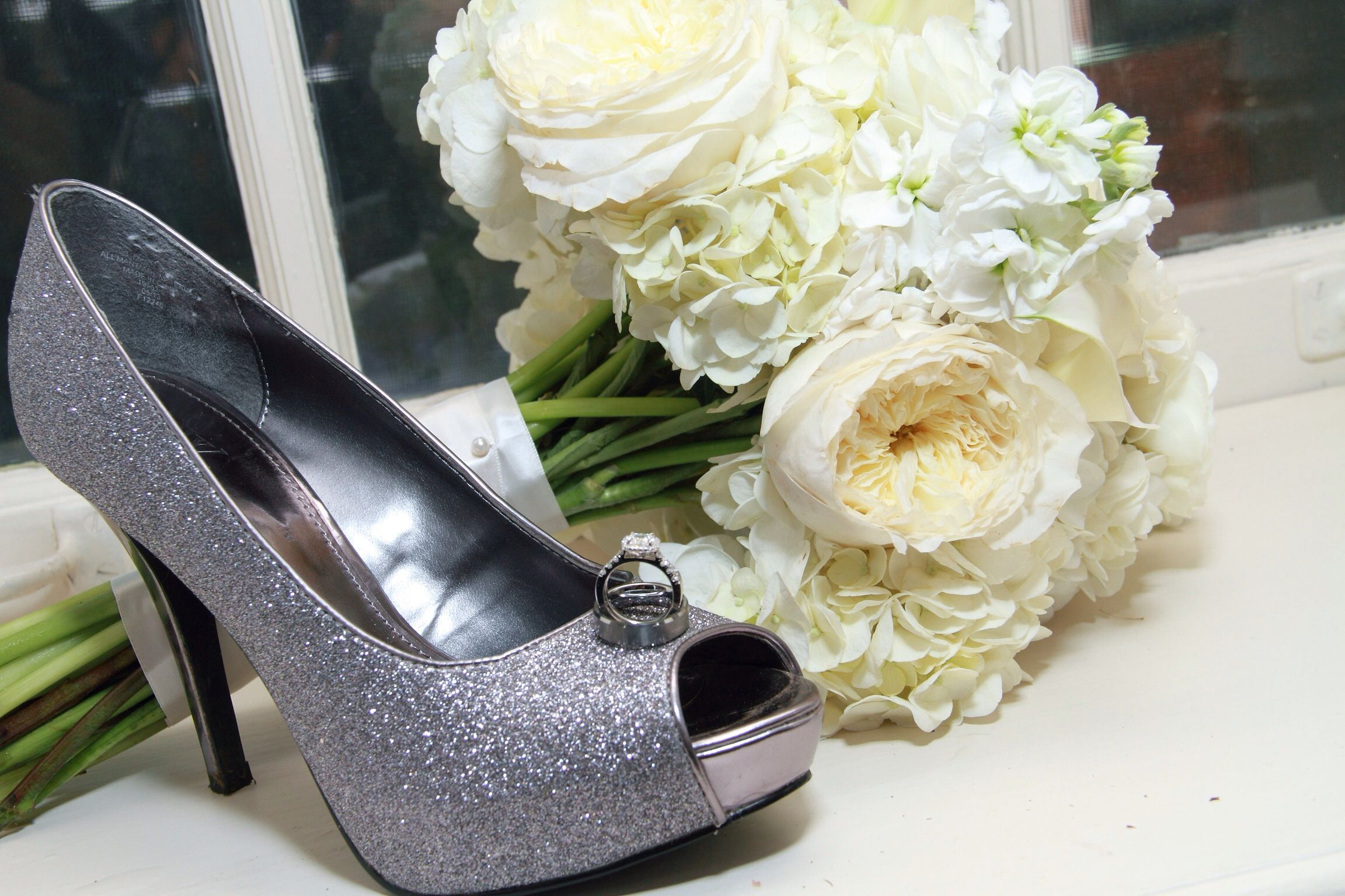 Wedding photo of the bride's accessories: Rings, shoes and bouquet