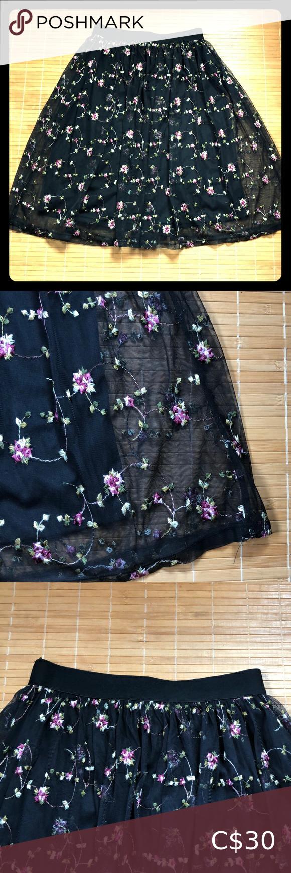 Black embroidered full skirt Forever 21