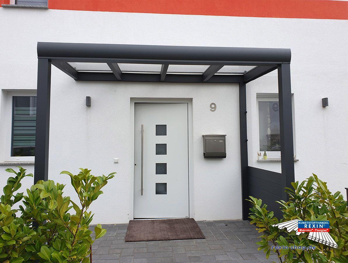 Ein Alu Hausturvordach Der Marke Rexovita Titan 3m X 1 5m In Anthrazit Mit Plexiglas Xt 8mm Ein Hauseingang Wird Mit Vordach Hausturvordach Hauswand Vordach