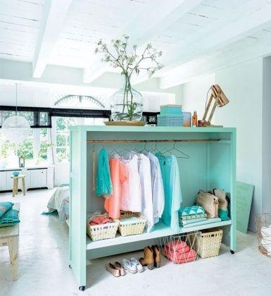 13 id es pour se cr er une penderie originale armoires tete de et en t te. Black Bedroom Furniture Sets. Home Design Ideas