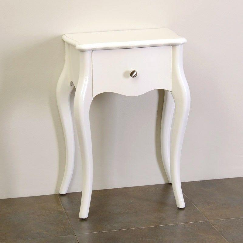 Mesita auxiliar de estilo francés fabricada en madera con patas ...