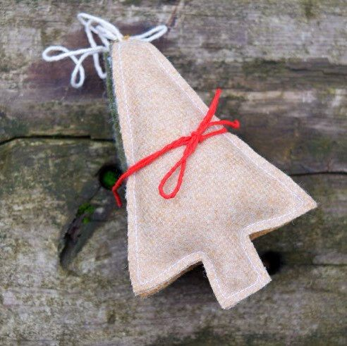 Harris tweed christmas decorations set of 3 wool hearts for Decoration lumignon 8 decembre