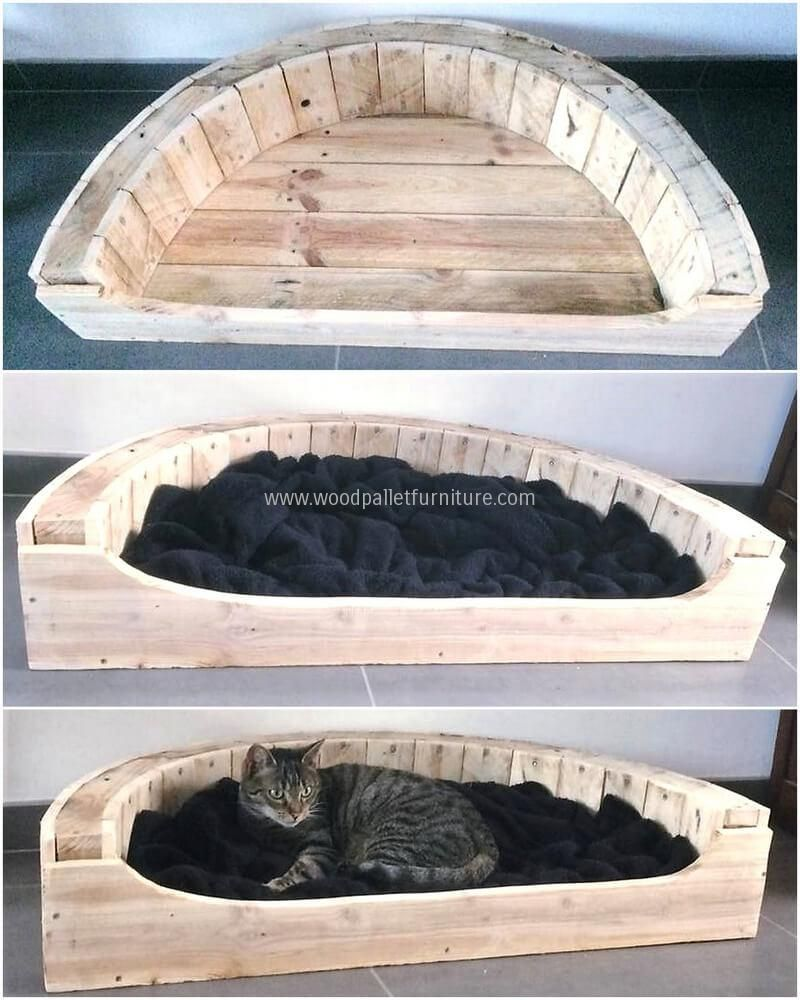 Another idea for the adorable pet is here, but this time it is for the soft and lovely buddy. The cat will surely love the comfortable bed and will thank his/her owner for providing such a great place in the home. This cat bed just needs the pallets to be cut creatively.