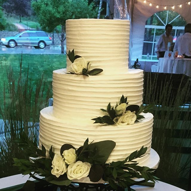 When friends get married and we get to do their cake. Such a ...