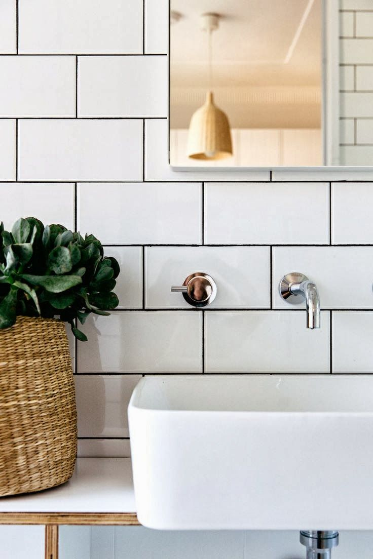 Bathroom Subway Tile Dark Grout white+subway+tiles+with+charcoal+black+grout+lines+in+simple+