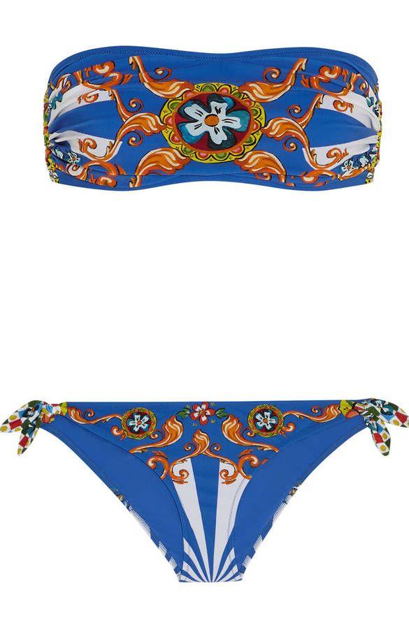0537fb0ca85edd Maillot de bain bandeau deux pièces bleu Dolce   Gabbana. imprimé Carretto  et nœud sur les cotés de la culotte