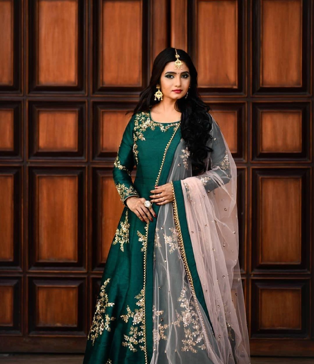 Wedding Gowns For Hourglass Figures: 4 Reception Styles On Actress Srithika Sri You Should