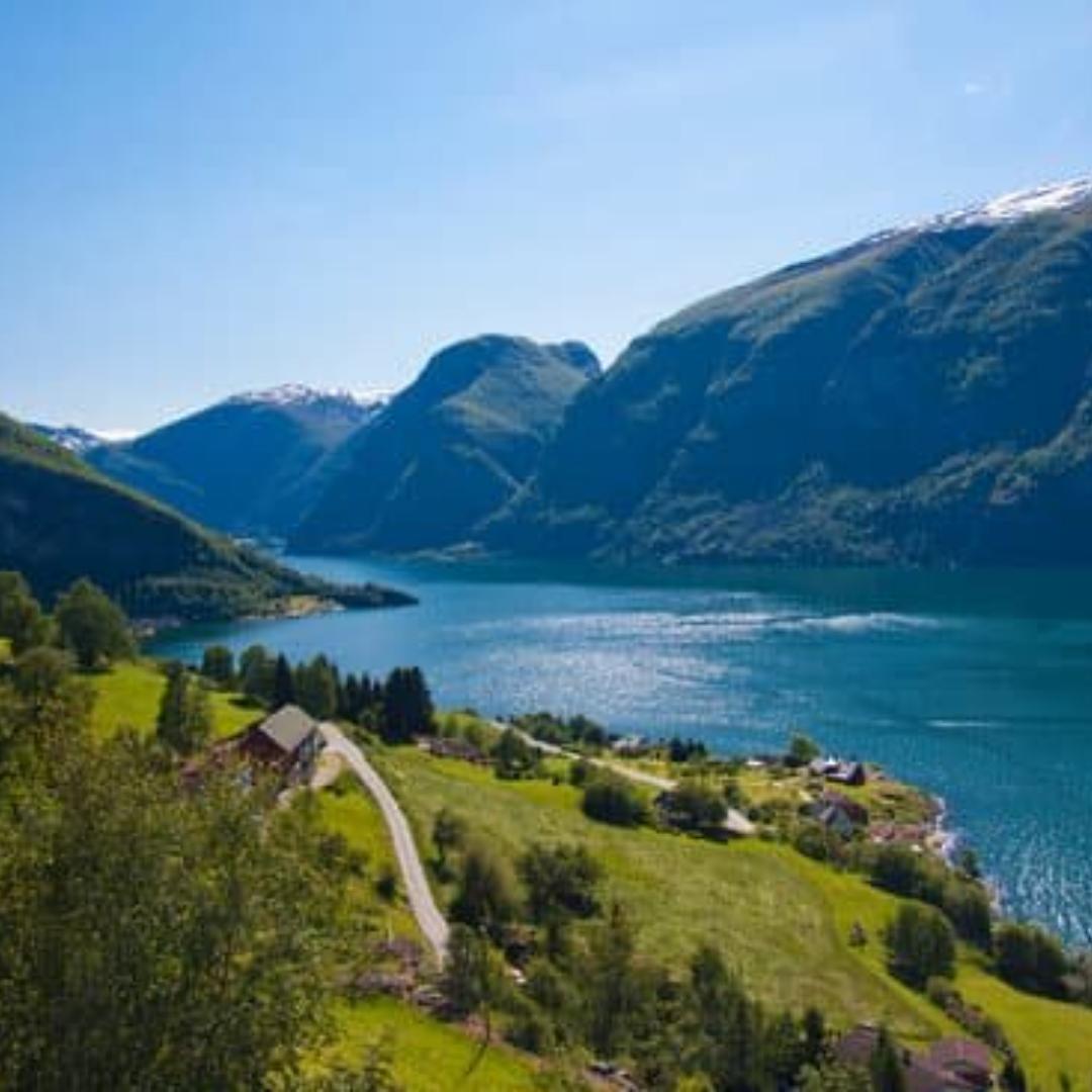 La Norvege Decouvrez Ses Paysages De Reves Fjords Aurores Boreales Glaciers Etc In 2020 Grandeur Of The Seas Norway Travel Scandinavian Cruises
