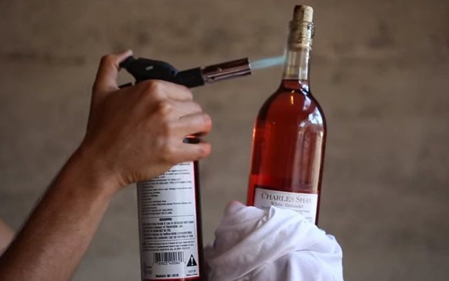 Video: 10 netradičných spôsobov, ako otvoriť fľašu vína