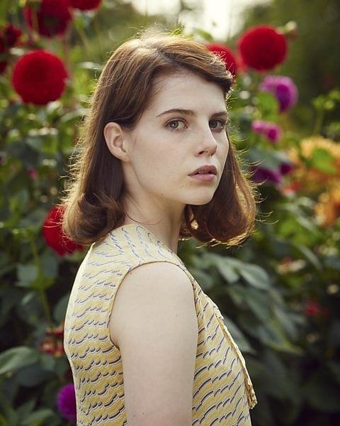 """🌷♡𝓛𝓾𝓬𝔂 𝓑𝓸𝔂𝓷𝓽𝓸𝓷 ♡🌷 auf Instagram: """"one of the older photos✨😍 Do you like Lucy with brown hair?✨ #lucyboynton"""""""