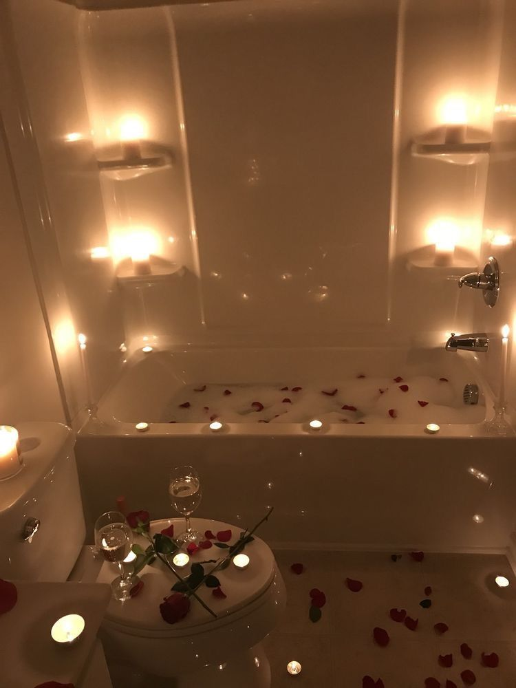 Pinterest Mnnxcxx With Images Romantic Bathtubs Bath Candles Romantic Romantic Room Decoration